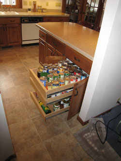 Adjustable pantry drawers